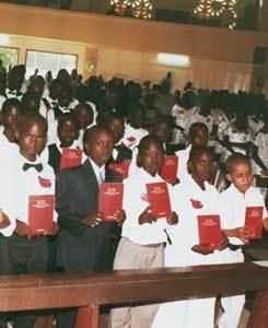 Près de 2400 enfants à la première communion