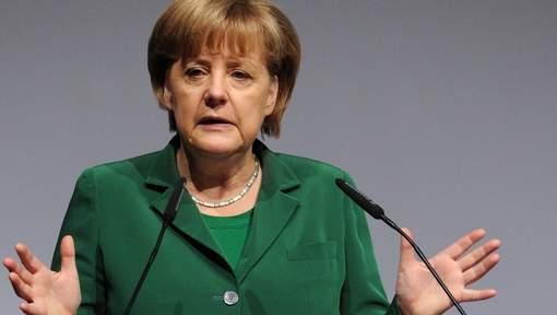Merkel suggère un référendum sur l'euro aux Grecs