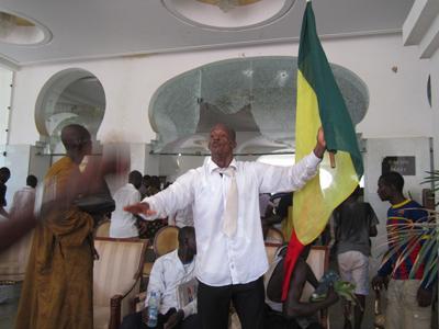 Mali : après l'agression de Dioncounda Traoré, Bamako se réveille dans l'inquiétude