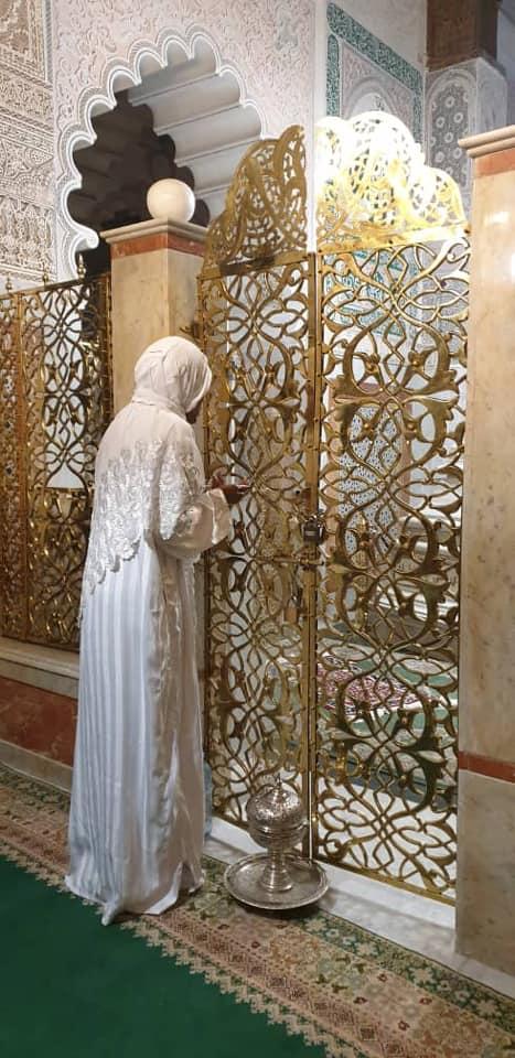 PHOTOS - Fès: Astou Traoré se recueille au mausolée de Cheikh Ahmed Tijani