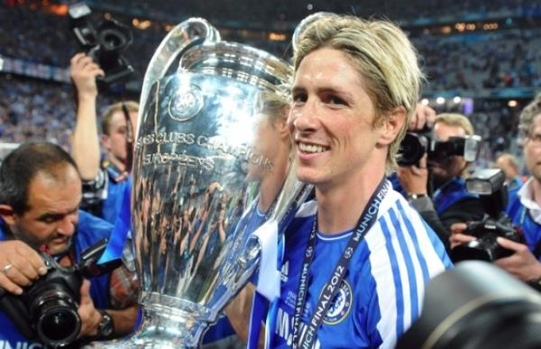 Chelsea tape du poing sur la table pour Fernando Torres