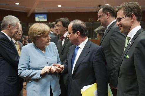 Hollande défend sa stratégie de croissance