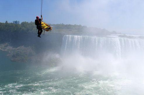 Il survit à son saut dans les chutes du Niagara