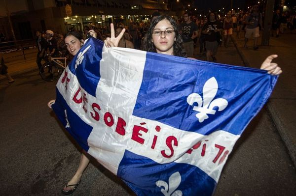 Les Québécois protestent au son des casseroles