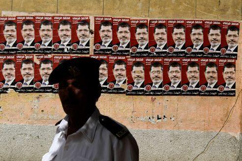 Égypte : les Frères musulmans affirment être en tête