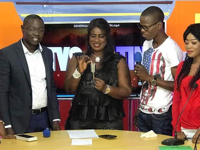 Kaolack: Serigne Mboup offre un 4x4 à Adji Diarra Niang