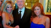 Bill Clinton pose avec des stars du porno ! PHOTOS !