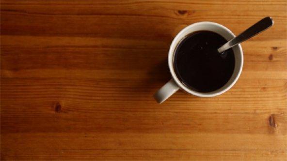 Elle mélange du sang menstruel au café de son patron