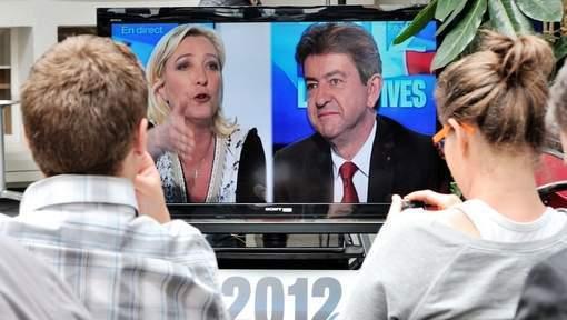 """Passe d'armes entre Le Pen et Mélenchon au sujet du """"faux tract"""""""