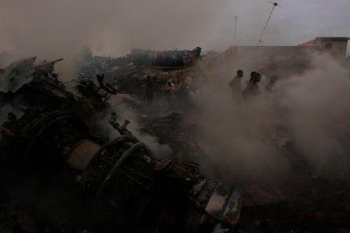 Scènes de pillages à Lagos après le crash d'un avion