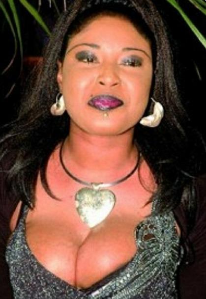 """Amy Mbengue : """"Le secret de mon percing...."""""""