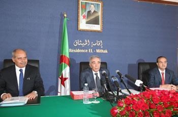 Ould Kablia a précisé qu'aucun parti ne peut remporter seul la majorité des sièges du parlement