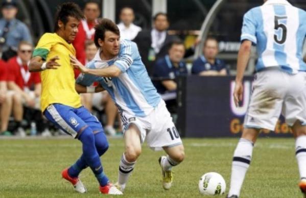 Messi plie le Brésil !