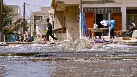 Emissaire de Cambérène : La route en train d'être refaite
