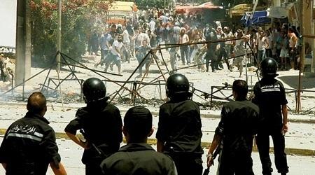 Couvre-feu en Tunisie, secouée par des émeutes