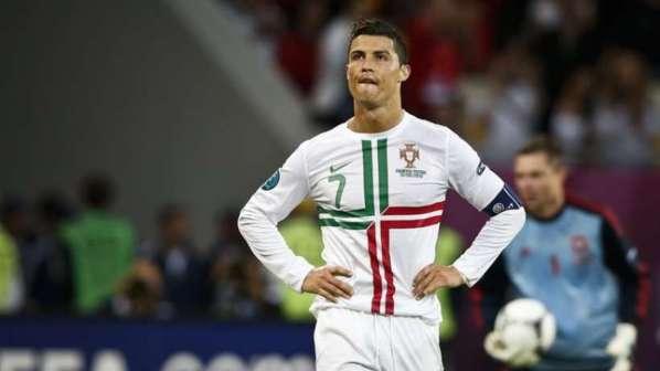 Portugal : décevant, Cristiano Ronaldo répond aux critiques en taillant Messi !