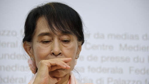 Aung San Suu Kyi, malade, interrompt sa conférence de presse