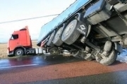 Nouadhibou: Un camion citerne transportant du gaz tombe en plein centre-ville