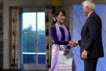 Aung San Suu Kyi, ovationnée, a reçu son prix Nobel