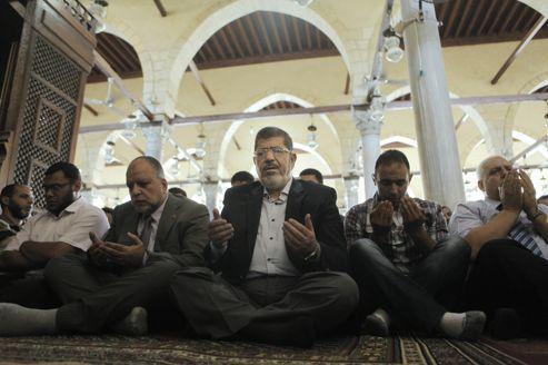 Le Frère musulman Mohamed Morsi élu président en Égypte