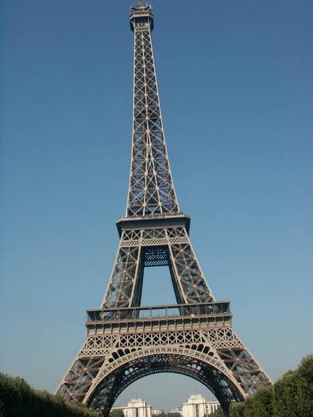 Il escalade la Tour Eiffel et se tue