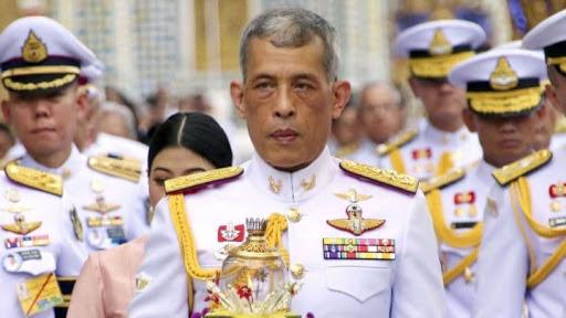 Coronavirus : Le roi de Thaïlande se confine dans un hôtel avec son harem