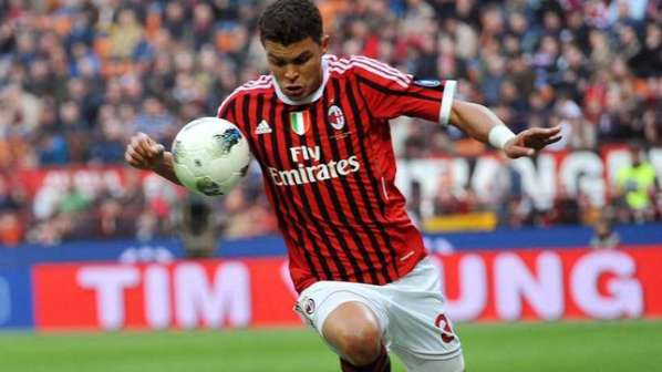 Le Milan AC reprend contact avec le PSG pour Thiago Silva !