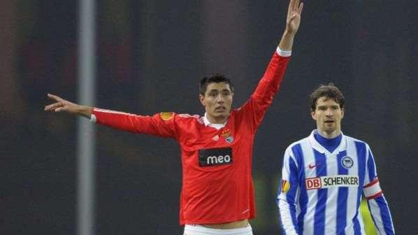 L'agent d'Oscar Cardozo confirme l'intérêt du PSG mais...