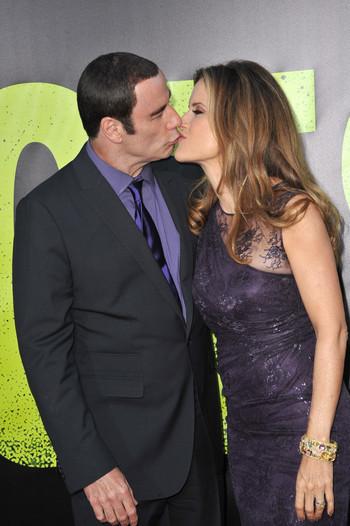 John Travolta et Kelly Preston, un baiser pour cacher les scandales