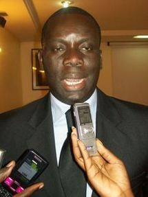 Le stade de Bignona sera éclairé ''d'ici juillet'', dit Malick Gakou