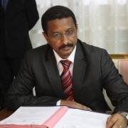 Insolite : Le Ministre Secrétaire Général du gouvernement enferme son gardien dans une toillette