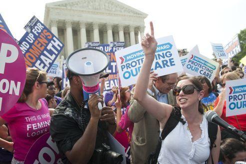 Santé: Obama marque un point devant la Cour suprême