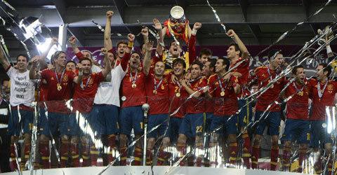 Gloire éternelle à l'Espagne L'Espagne, en écrasant l'Italie (4-0), est devenue la première nation à réaliser un triplé Euro -Coupe du monde - Euro. Historique et inouï.