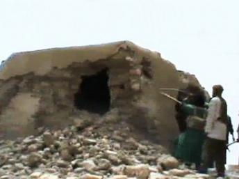 Au Mali, les islamistes continuent de détruire des symboles religieux à Tombouctou (AUDIO)