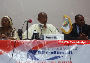 """Abdoul Mbaye envisage de """"nouvelles réformes"""" pour la couverture universelle"""