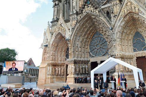 Hollande et Merkel en amis à Reims