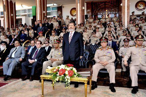 Égypte : Morsi brave l'armée et rétablit le Parlement