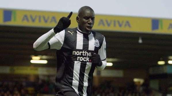 Newcastle espére garder Demba Ba mais prépare la piste Andy Carroll au cas où?