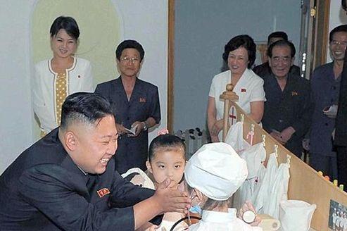 Kim Jong-un accompagné d'une mystérieuse femme