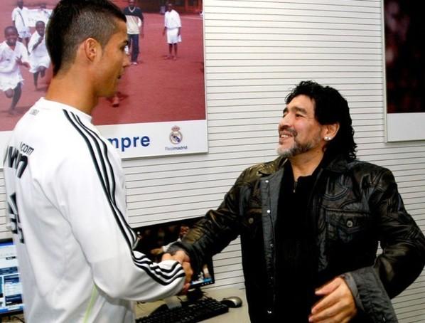 Quand Maradona allume Cristiano Ronaldo mais adoube Messi