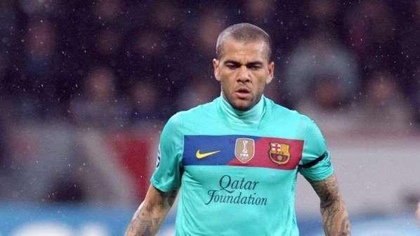 Daniel Alves tacle la direction du Barça mais se lance dans une opération reconquête