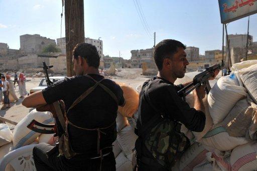 L'armée et les insurgés envoient des renforts à Alep