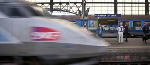 Elle tente de se jeter sous un TGV... qui la sauve !