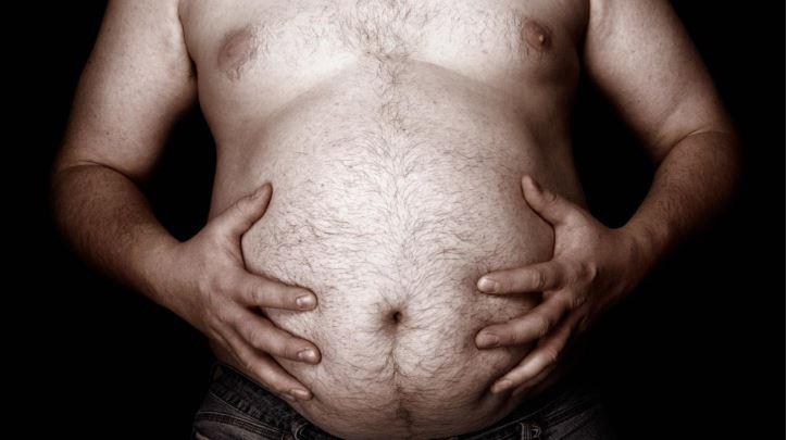 Une étude révèle que les hommes avec du ventre, seraient meilleurs au lit !