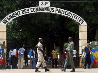 Mali : les habitants du camp de Djicoroni organisent leur défense après l'incursion des bérets verts