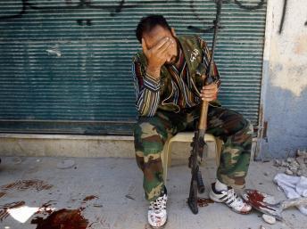 La population d'Alep tente de survivre dans une ville bombardée et coupée en deux