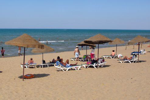 Les islamistes tunisiens ménagent les touristes