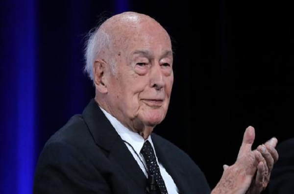 Il aurait touché à trois reprises les fesses d'une journaliste: l'ancien président Valéry Giscard d'Estaing dans le collimateur de la justice