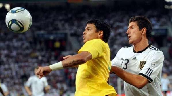 PSG : quand Thiago Silva joue l'intermédiaire pour Lucas