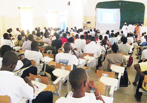 UCAD: 1329 enseignants pour 72.962 étudiants (directeur)